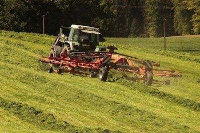 Produtores devem fazer registro de tratores e máquinas agrícolas; conheça os benefícios